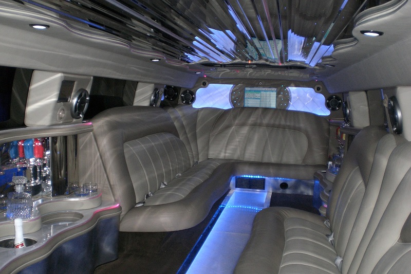 LOT'S OF ROOM INSIDE LUXURY HUMMER LIMOUSINE