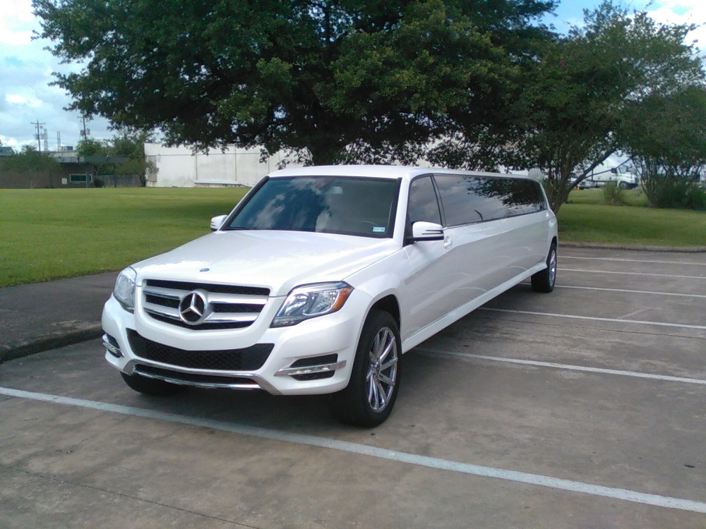 Mercedes Limo for weddings
