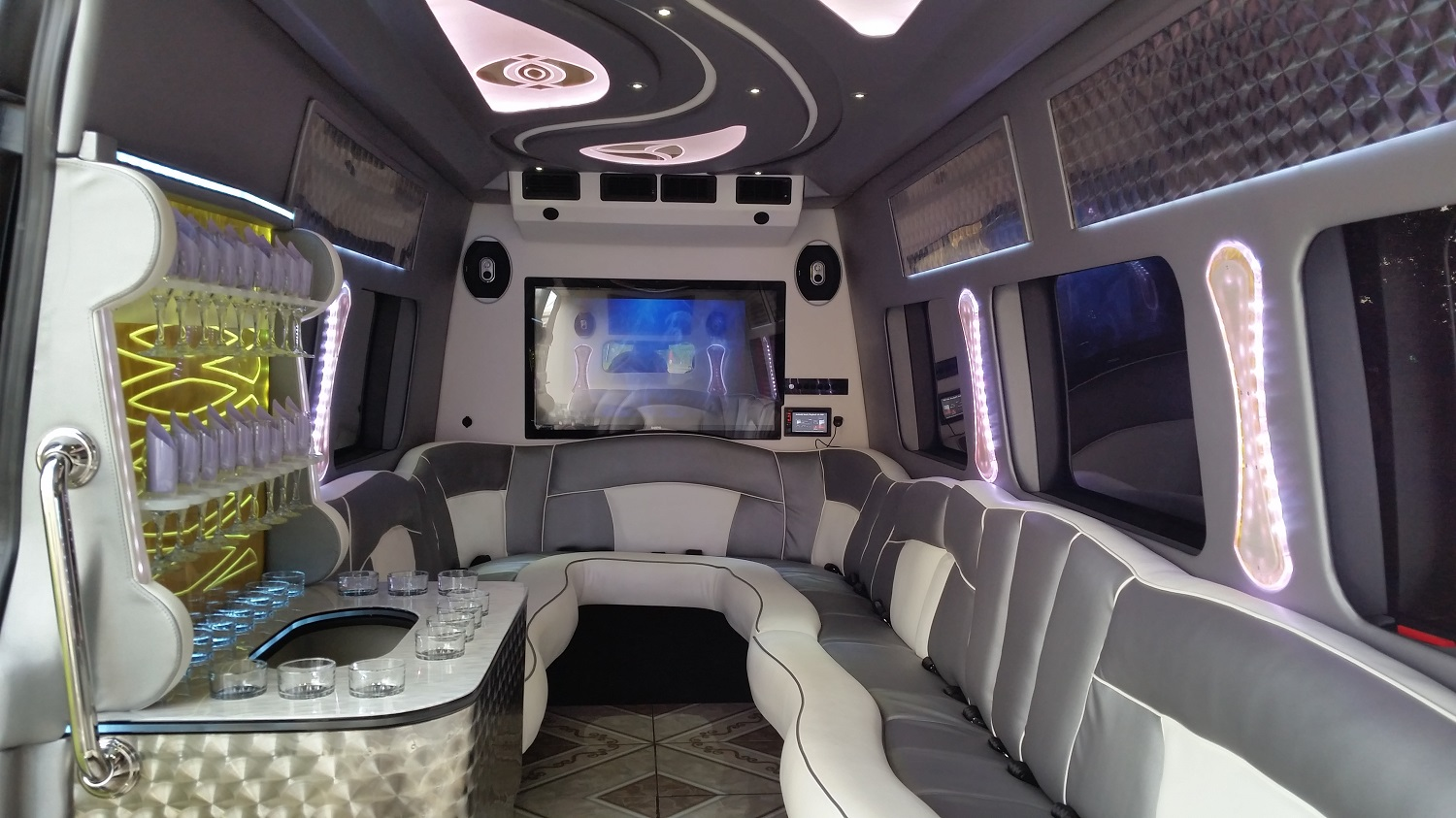 MERCEDES LIMO BUS