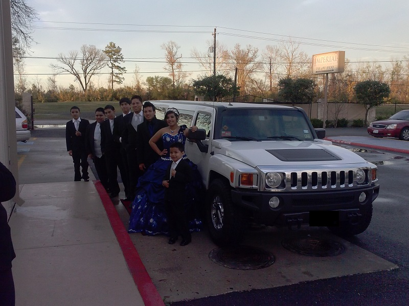 It is classy to have limousine for your quinceanera