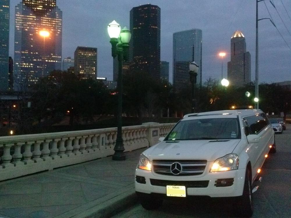 North star 20 passenger mercedes benz houston for Mercedes benz rental houston