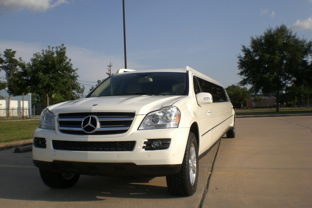 Mercedes 20 passenger north star 20 pass limo service for Mercedes benz north houston service coupons