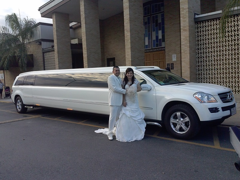 It is upscale to rent Luxury Limousine for your wedding