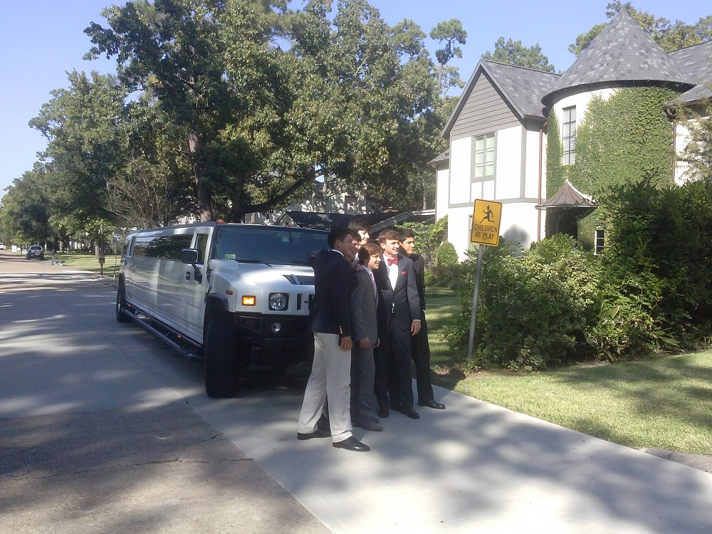 it is the best to arrive in H2 limousine