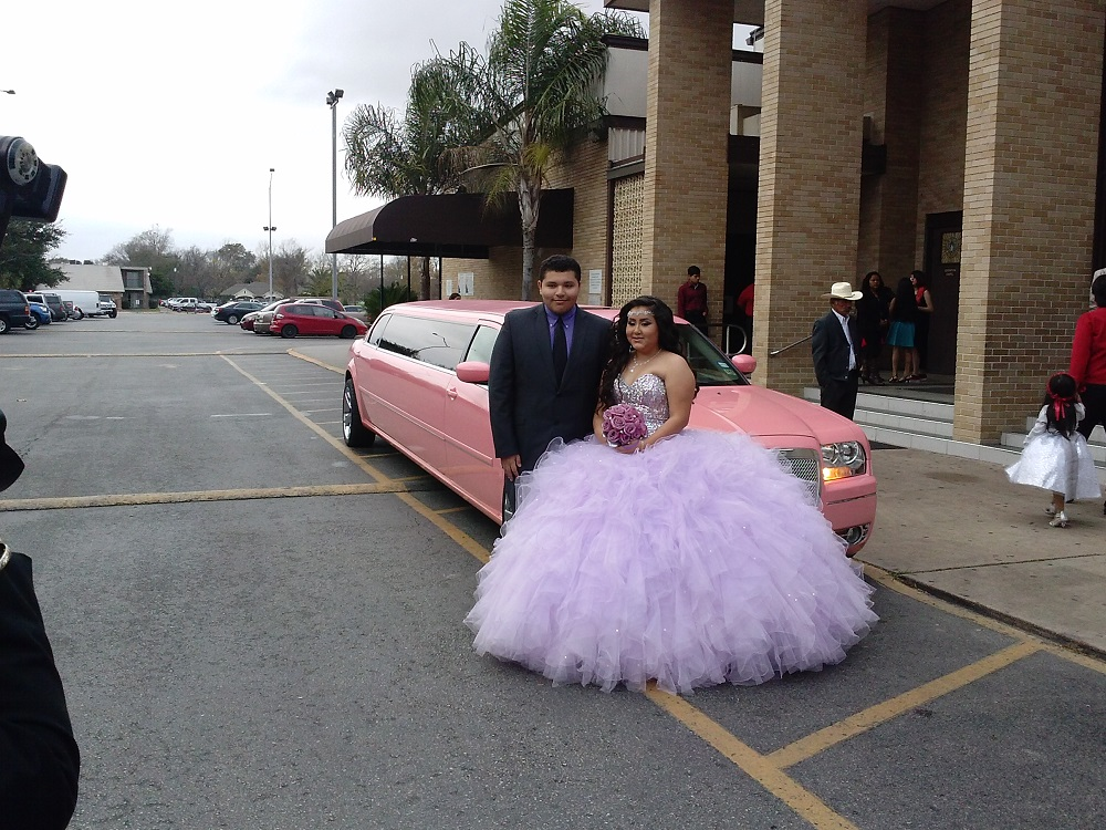 Pink Limousine arrived at ceremony