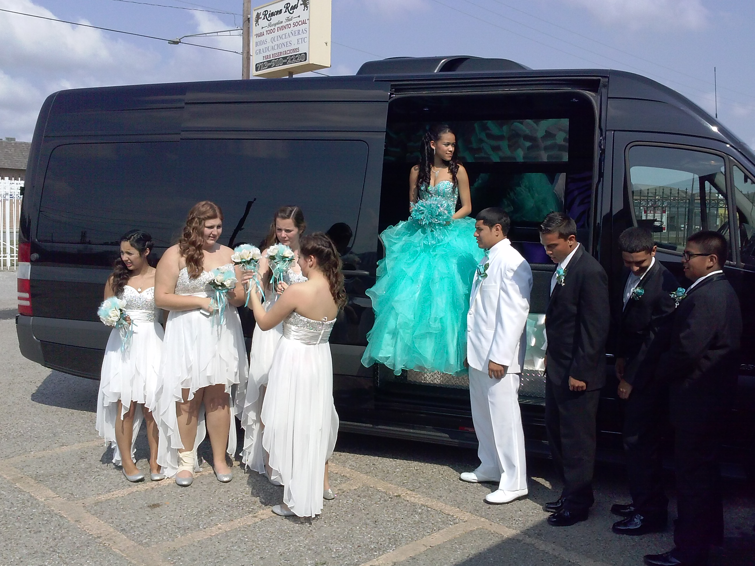 RENT PARTY BUS FOR YOUR QUINCEANERA