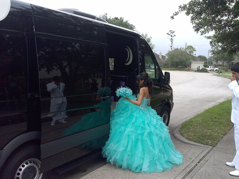 PARTY BUS FOR QUINCEANERA