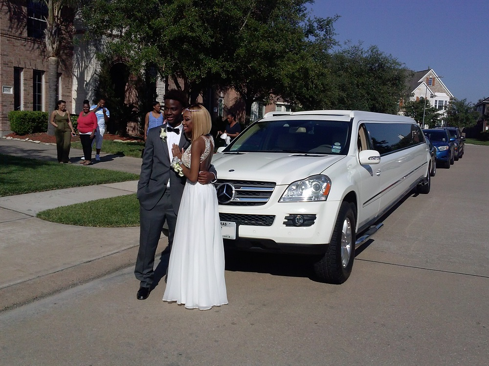 MERCEDES LIMO FOR PROM