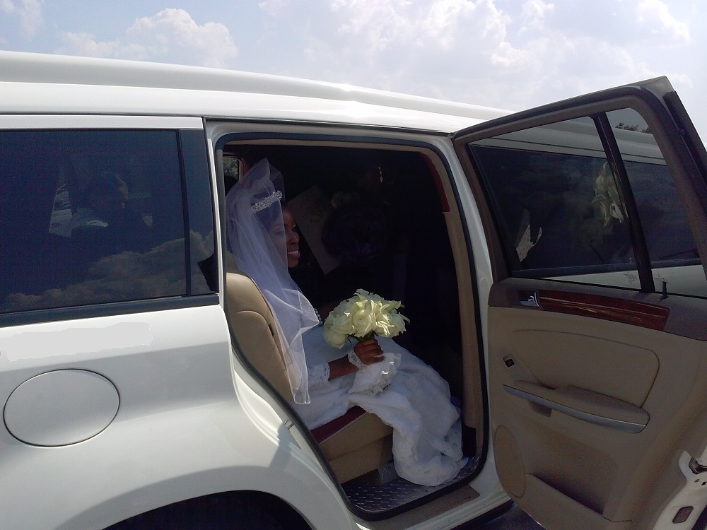 MERCEDES LIMO WEDDING