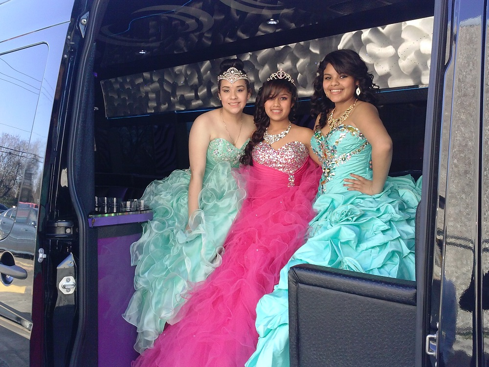 QUINCEANERAS IN THE PARTY BUS (7)