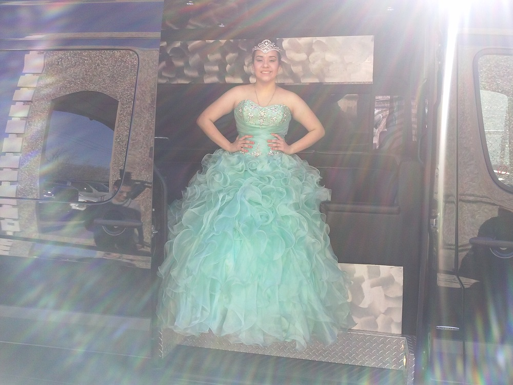 QUINCEANERAS IN THE PARTY BUS (9)