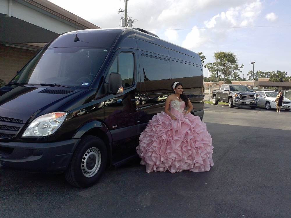 Quinceanera party in Party bus (7)