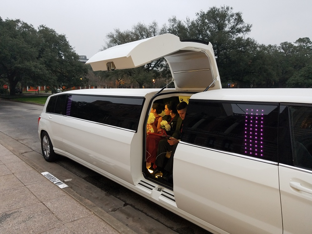 THE BEST MERCEDES LIMOUSINE FOR YOUR WEDDING