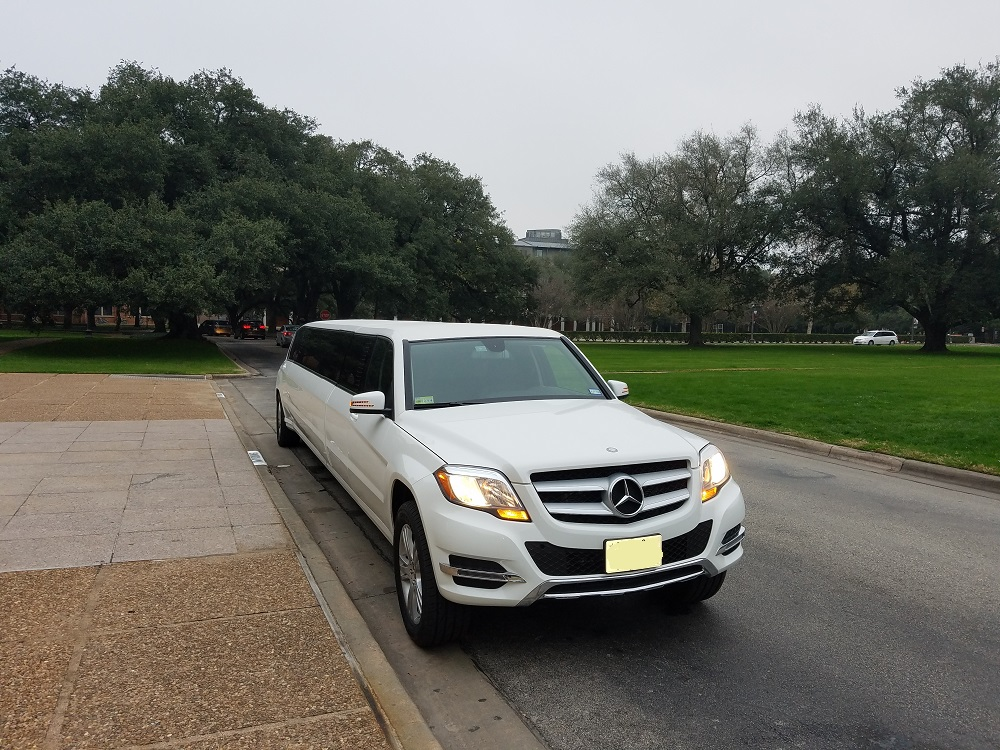MERCEDES LIMO FOR RENT