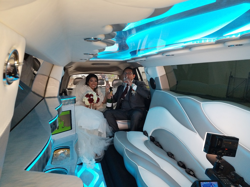 COLOR CHANGING FLOOR AND CEILING INSIDE OF THE LIMO. GIVE YOU THE BEST OPPORTUNITIES FOR PICTURES