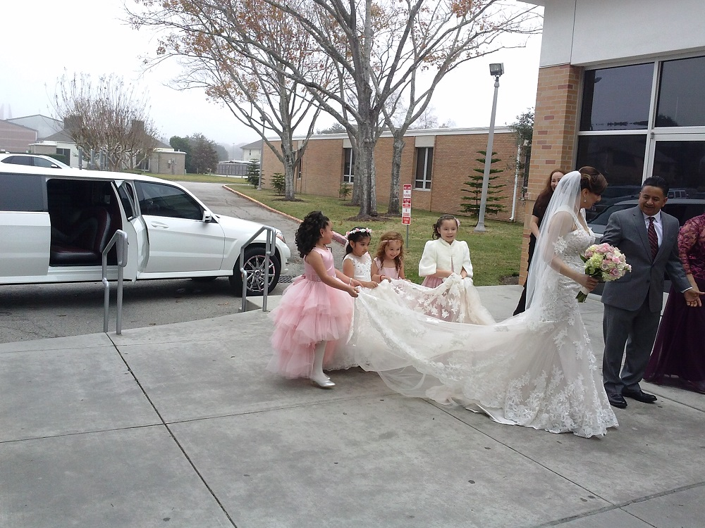 RENT MERCEDES LIMO FOR YOUR WEDDING
